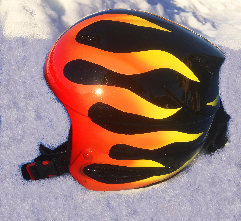 peinture flammes casque ski
